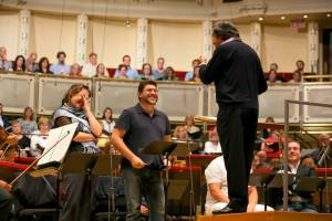 Riccardo Muti rehearses the Chicago Symphony Orchestra and Chorus with soloists
